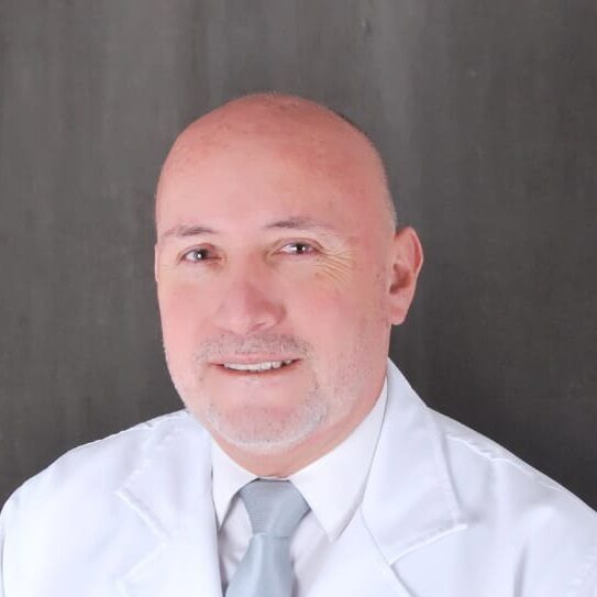 Dentista Cesar Avalos especialista en Endodoncia