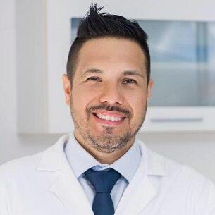 Dr Daniel Valdivieso especialista en Periodoncia