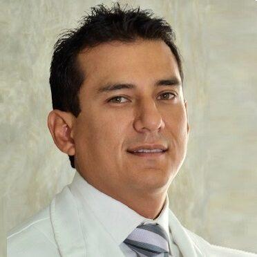 Dentista Marcial Vasquez especialista en estética dental en San Borja
